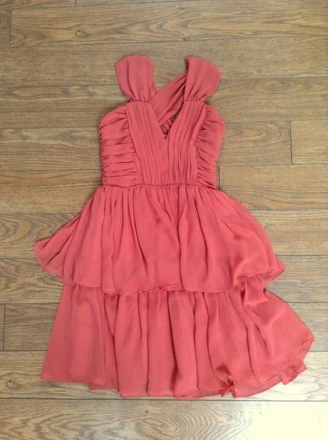 H&M Lososové volánové šaty s prekríženými ramienka - Obrázok č. 1