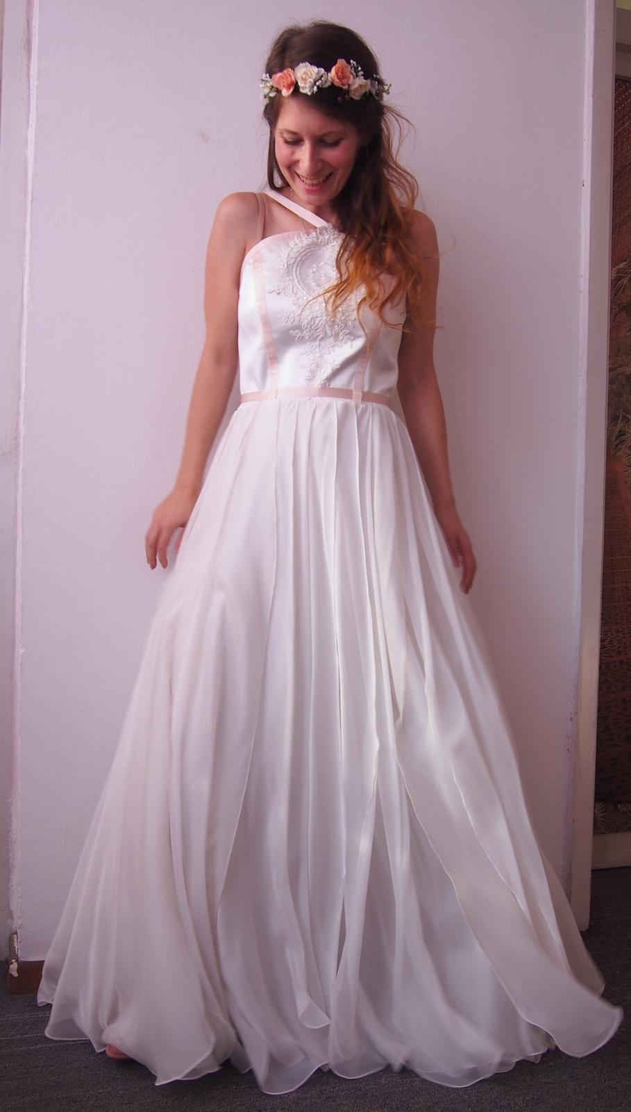 Unikátne dizajnérske boho svadobné šaty s hodvábom - Obrázok č. 1