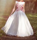Atelier De Couture Jedinečné vyšívané folkové šaty, 36