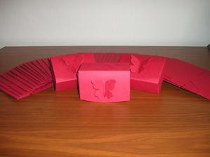 krabičky na perníčky, ještě poskládat a nalepit jmenovky