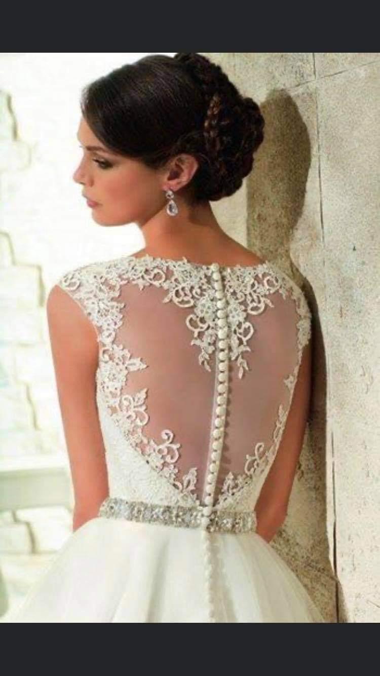 Krásné šaty s krajkovou aplikací na zádech - Obrázek č. 1
