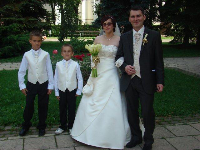 Vladimira Sertlova{{_AND_}}Marian Kosik - so synovcami