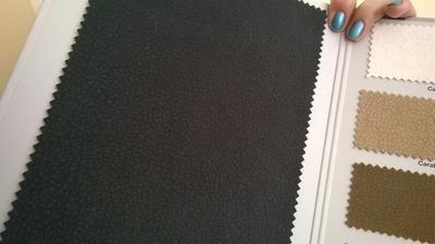 Carabu odstín 110, po konzultaci s čalouníkem jdeme do téhle tmavě šedé