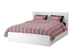 A protože finančně vykrvácíme už v obývacím prostoru, ložnice bude z Ikea :)
