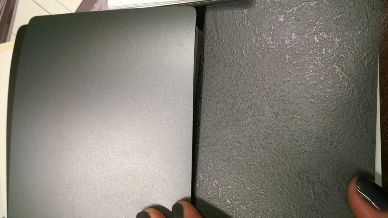 Kompletní rekonstrukce bytu 3+1 - vizualizace, vybrané zařízení a plány - Dekory v kuchyni - hladká fólie na vrchní kuchyňské skříňky a strukturovaná pracovní deska (spodní a vysoké skříňky budou v bílém lesku)