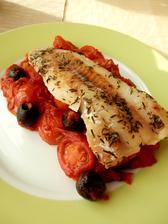 Pečená treska s rajčaty a olivami