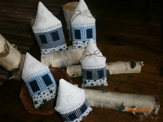 Šitie pre radosť a potešenie - dekoracne domceky v modrom