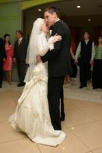 Náš prvý novomanželský taneček :) I belong to you...