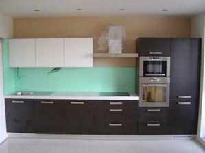 dokoncena kuchyna na 90%, este musia vymenit zastenu a dokoncit osvetlenie