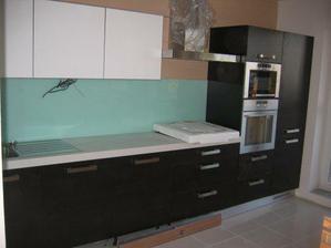 trochu detailnejsi pohlad na kuchynu - stale nedokoncenu:(
