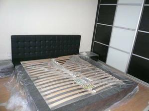 matrace zatial lezia v hale:)