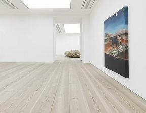 aký nábytok a dvere k takejto podlahe?