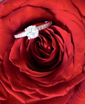 Nasa vysnivana svadbicka :) - moj zasnubny prstienok :)