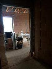 Pohled z chodby do obývací části