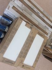 Kombinace bílé a dřeva do technické.
