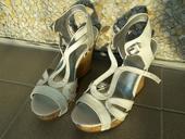 Bílé sandálky na platformě Guess , 38