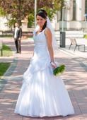Romantické šaty s malými perličkami, ozdôbkami, 40