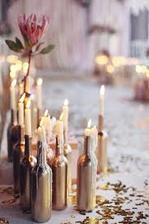 Lahve už jsou pozlacené, teď ještě sehnat svíčky :)