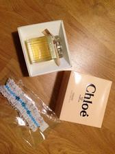 Můj nejoblíbenější parfém a podvazek :)