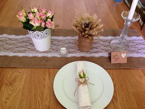 Svatební tabule na oběd ve stodole :)