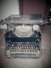Stary psací stroj :)