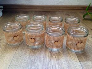 Vyrábějí se svícínky :)