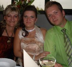 Druhá družička s priateľom a mamičkou:)