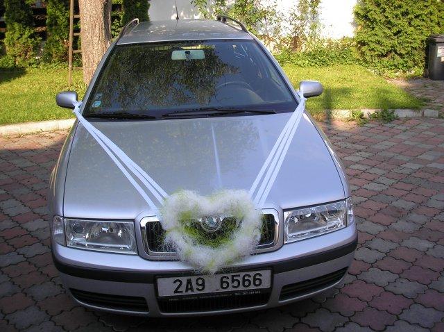 Radka{{_AND_}}Petr - zenichovo auticko, stejne jsem mela ozdobene auto i ja