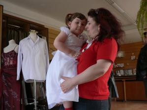 s maminkou a zároveň nevěstinou svědkyní