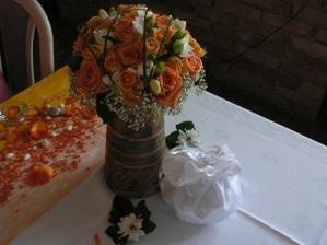 Detail svatební kytičky a pompadůrky