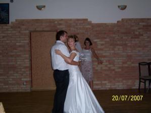 První novomanželský taneček (Robbie and Nicole..)