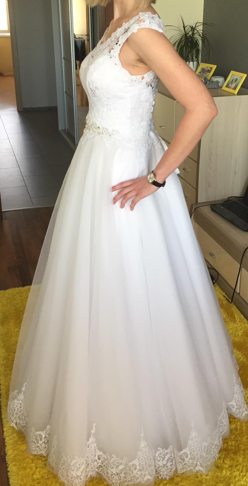 svadobné šaty s čipkou na šnurovačku - Obrázok č. 2