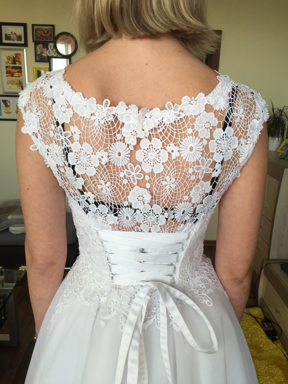 svadobné šaty s čipkou na šnurovačku - Obrázok č. 4