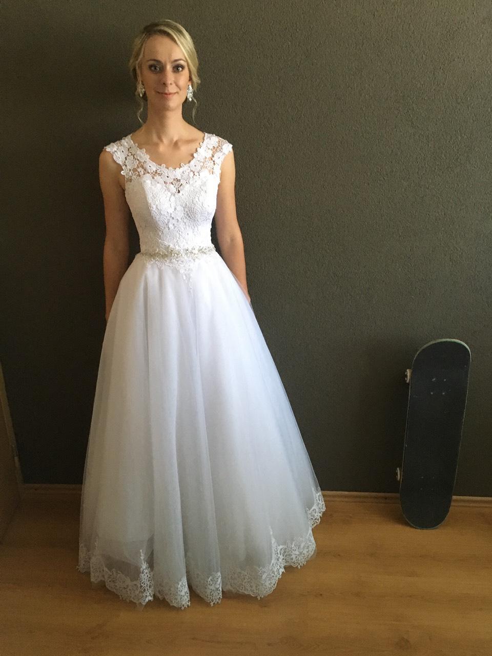 svadobné šaty s čipkou na šnurovačku - Obrázok č. 1
