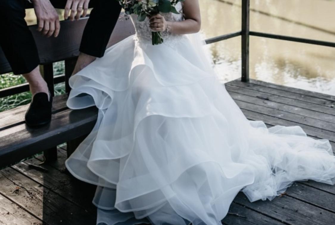 Trochu jiné svatebni šaty, vel 36. - Obrázek č. 2