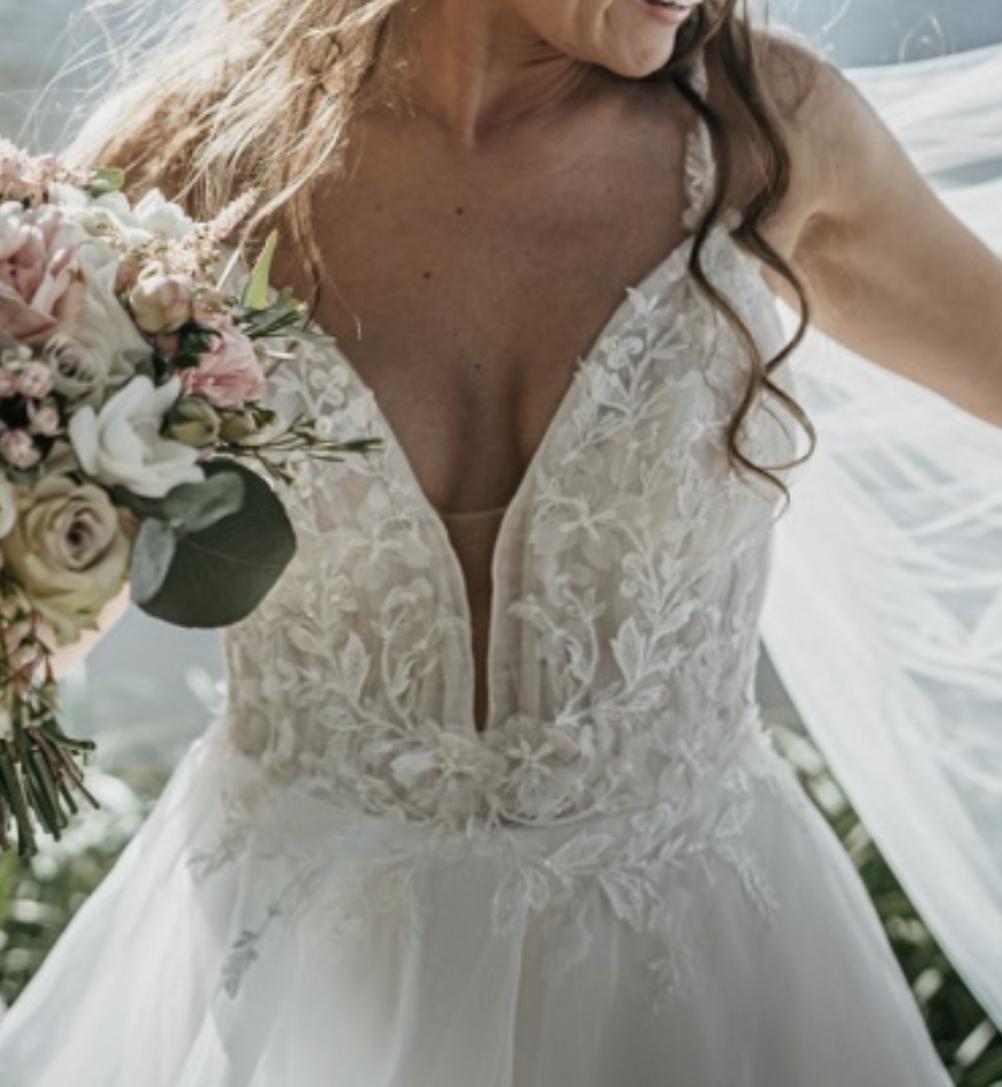 Trochu jiné svatebni šaty, vel 36. - Obrázek č. 3