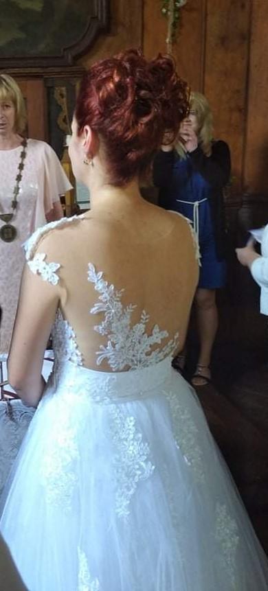 Svatební šaty zdobené krajkou - Obrázek č. 1