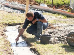 ..David kontroluje kvalitu betonu!