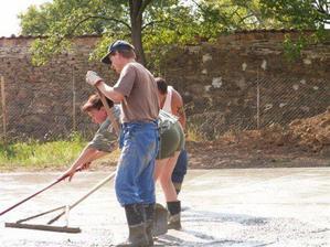 pracovali všichni kdo měli ruce a nohy ...