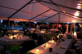 večer - zahradní slavnost