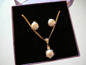 sehnala jsem krásný perličky od Swarovskiho, budou se super hodit k šatům :-)