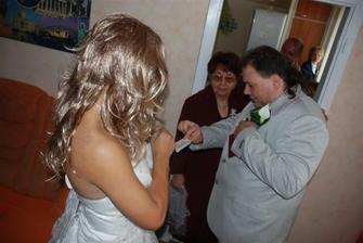 syn dělal falešnou nevěstu . .  a ženich platil x)