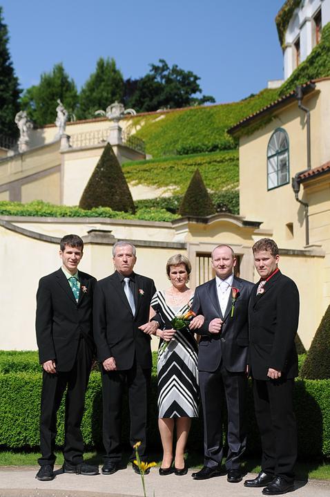 Martina{{_AND_}}Lukáš - Tak tuhle fotku si vystavila tchýně jako naši svatební. Taky se Vám něco nezdá?