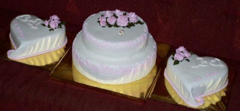 Takový dorty podle mého gusta, prostě jen decentně víc bílý a fialový jen decentně jako šmrnc