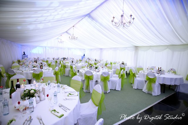 Nadka a Petko 28.5.2011 - budu okruhle stoly a svadba v zelenom. :)