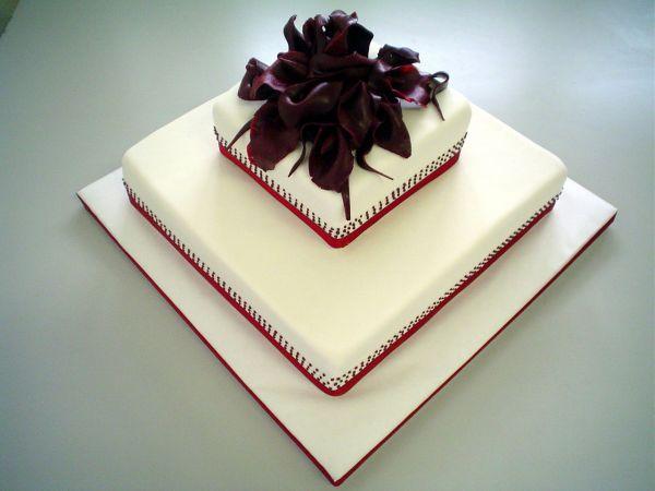 Čo už máme - toto bude nasa torta, ale so zelenou vyzdobou a hore budu biele kvety..velice elegantne