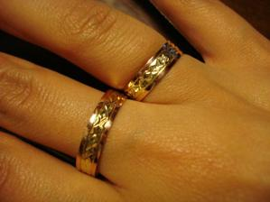 Ještě jednou oba dva na mé ruce :-)V tom mém je malý kamínek :-)