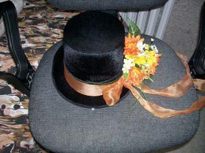 Zajimava vyzdoba klobouku..ve fialove bude supr:-)