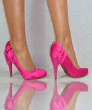 aspoň na fotenie by som chcela farebné topánočky