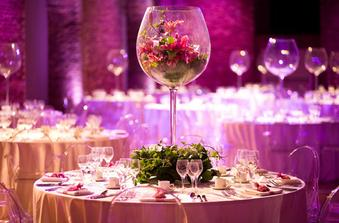 Tak toto je nádherny obrovský pohár s kyticou! To by sa  mi páčilo